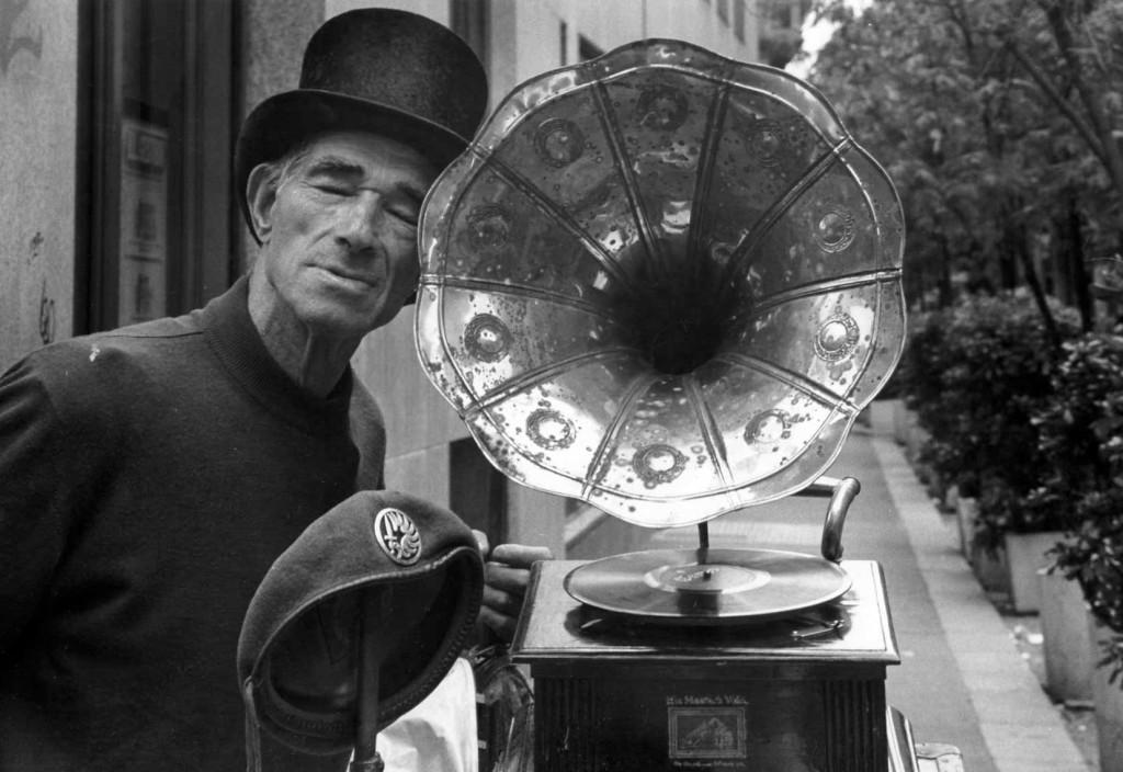 Michele con il grammofono
